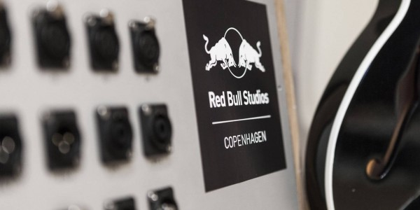 5-red_bull_studio_copenhagen_guitar